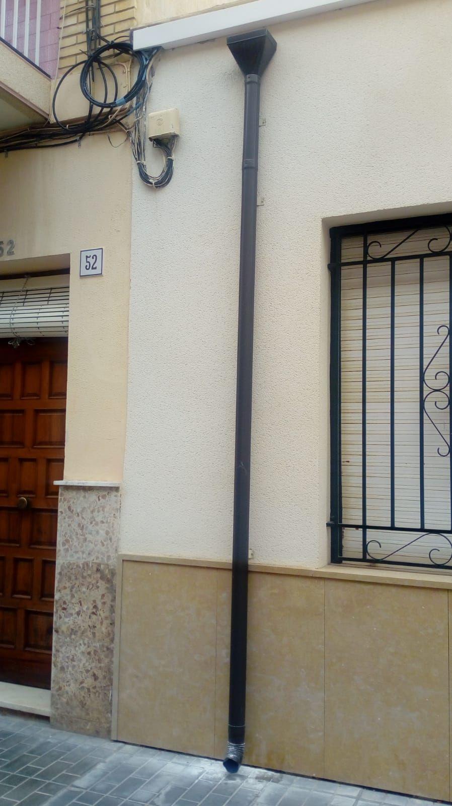 Foto 392 de Instalación de canalones de aluminio en  | Vicente Canalones