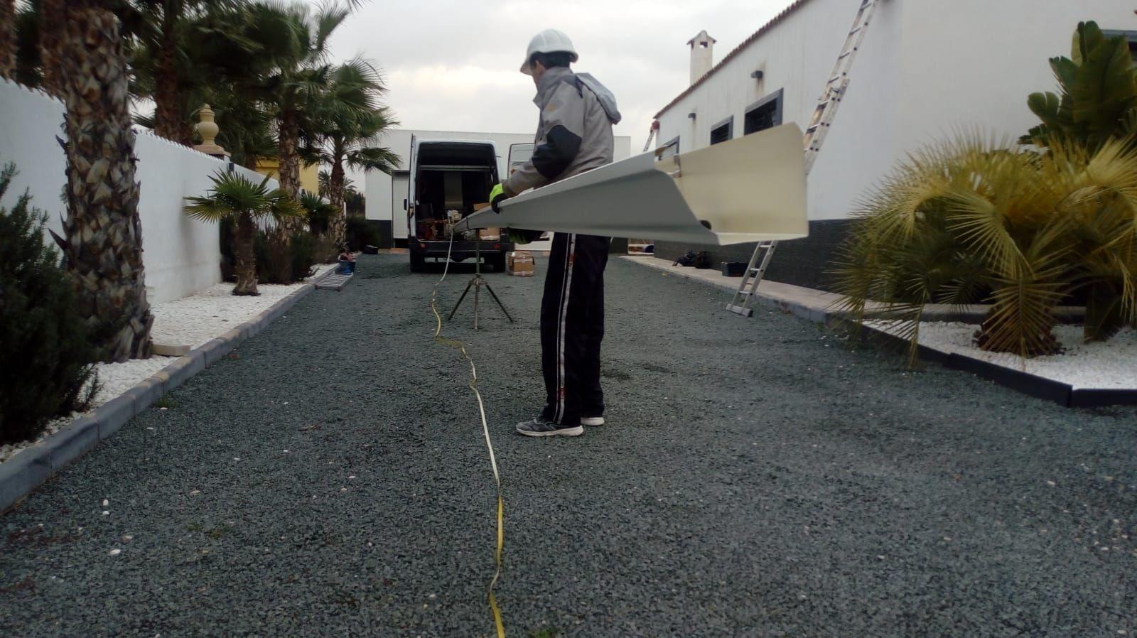 Instalación de Canalón de aluminio en blanco