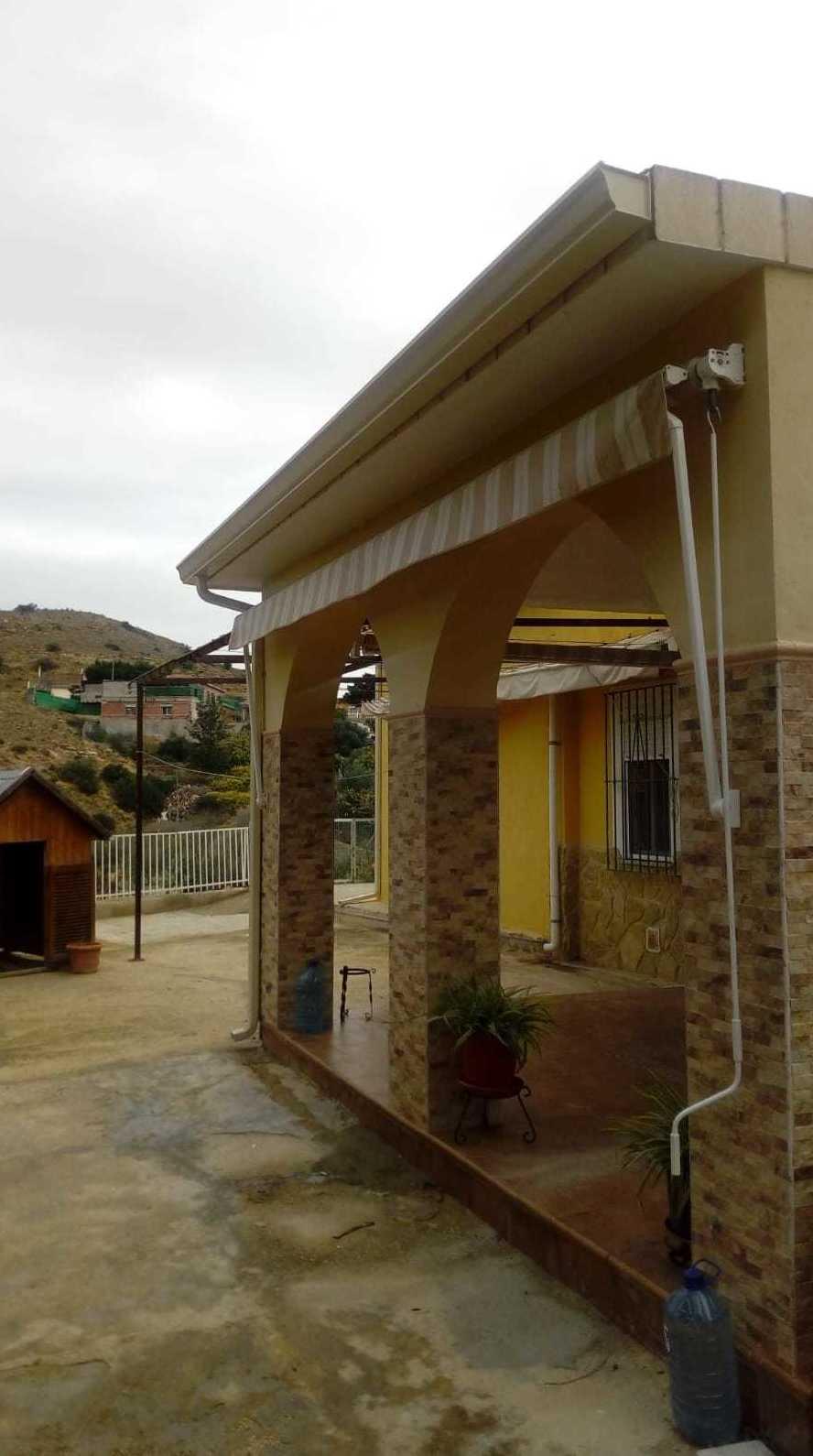 Foto 27 de Instalación de canalones de aluminio en  | Vicente Canalones