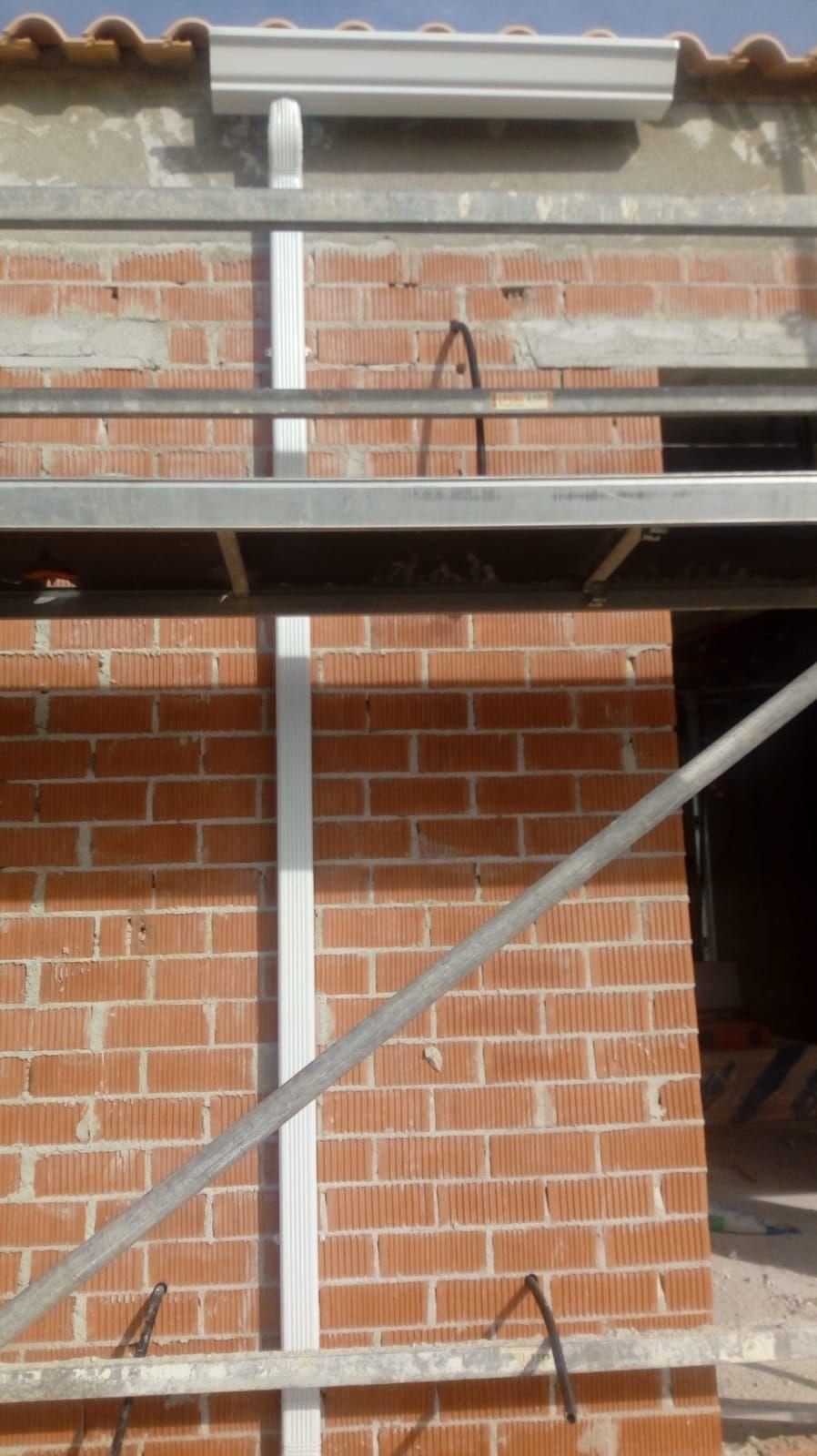 Foto 308 de Instalación de canalones de aluminio en  | Vicente Canalones