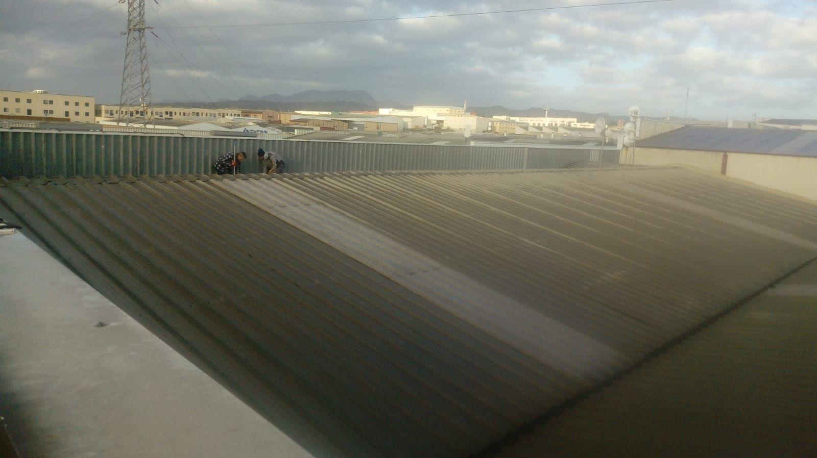 Limpieza e impermeabilizacion de Canalon en nave industrial