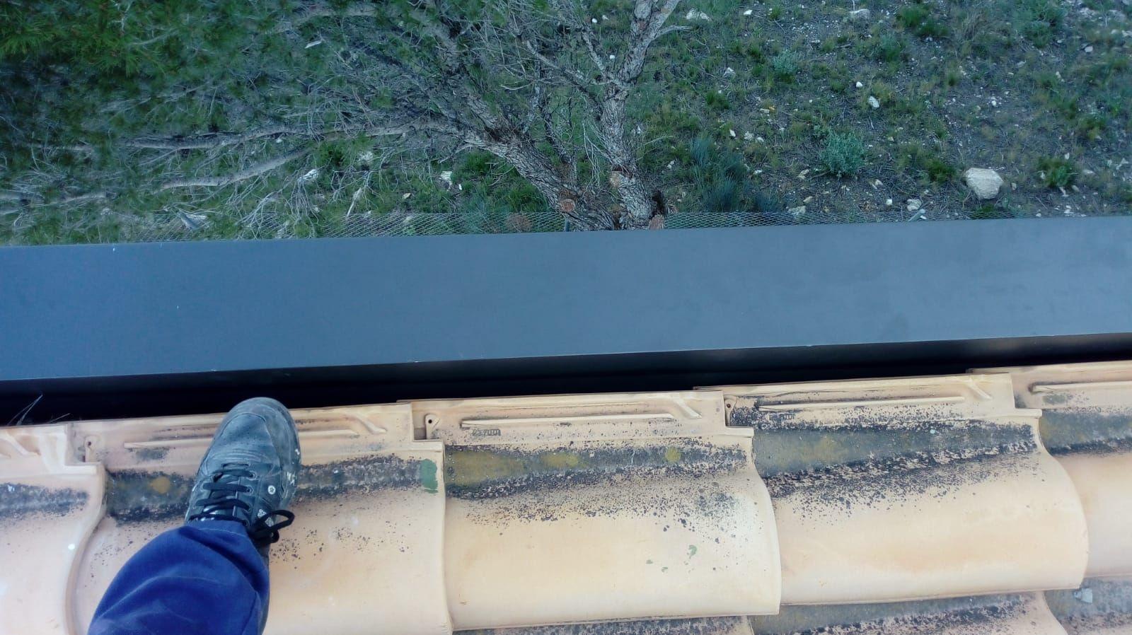 Foto 270 de Instalación de canalones de aluminio en  | Vicente Canalones
