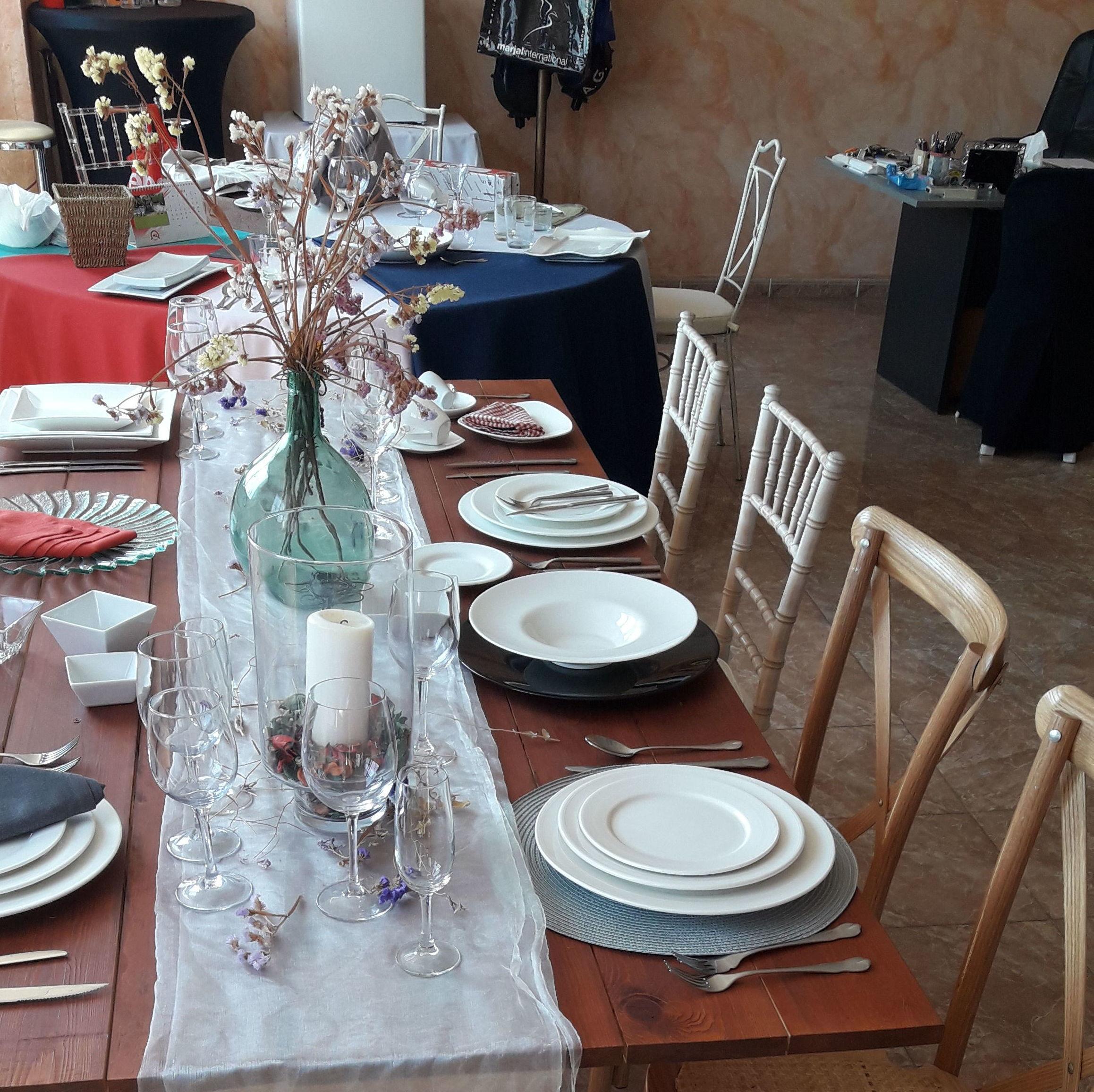 Mesas y sillas para eventos en Alicante