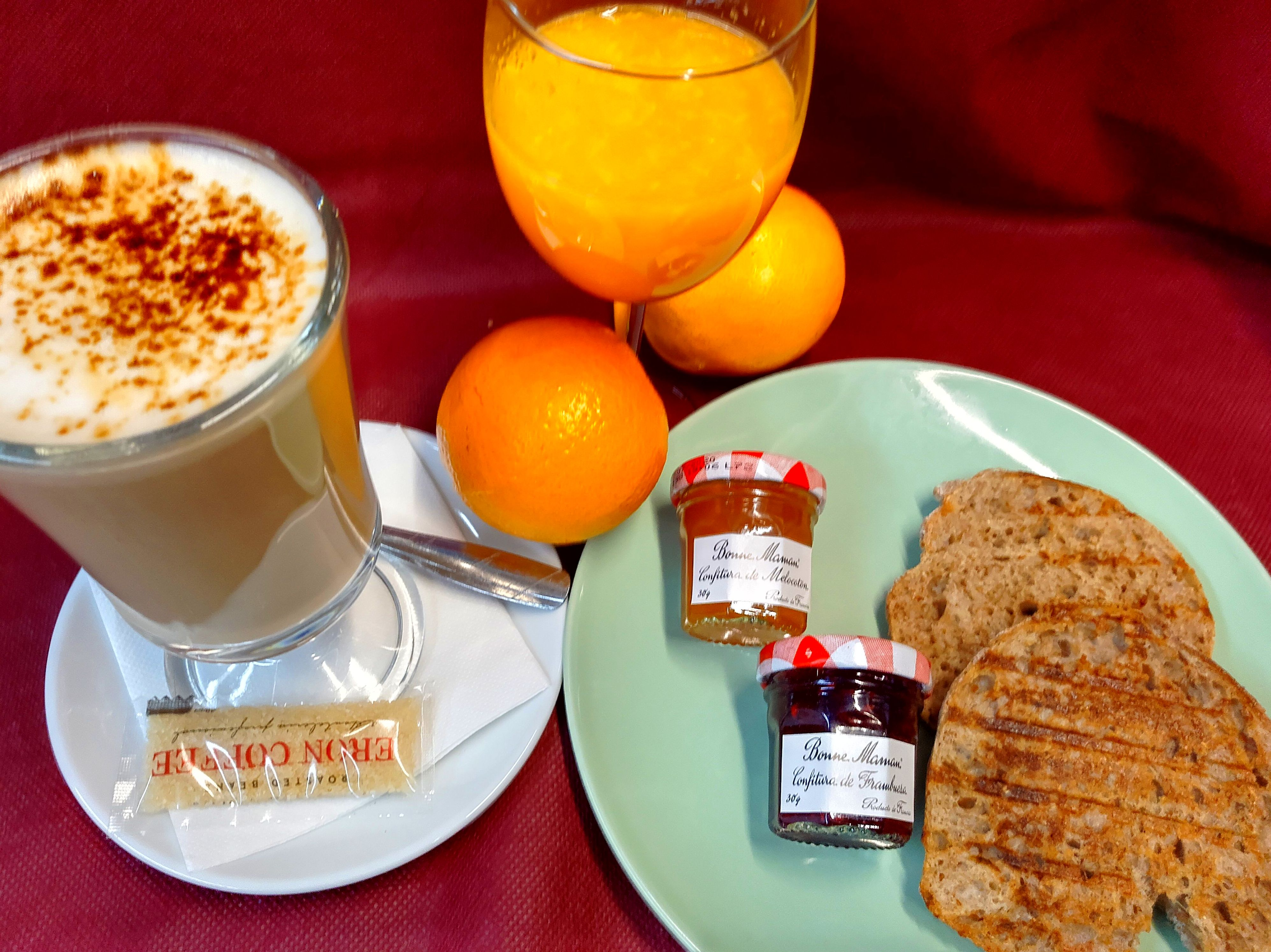 Combo de desayuno con tostadas