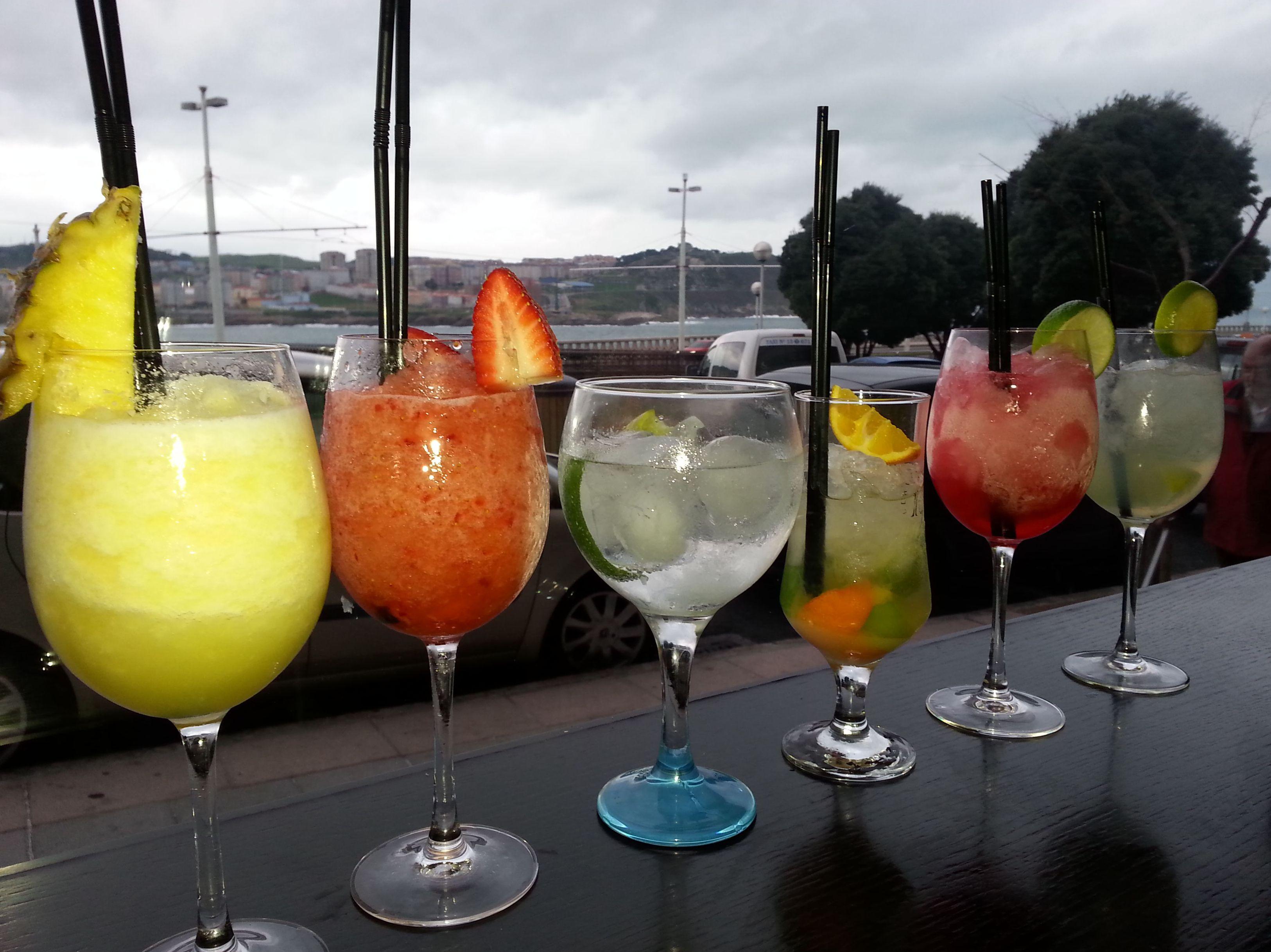 Daikiris, Gin tonics, combinados