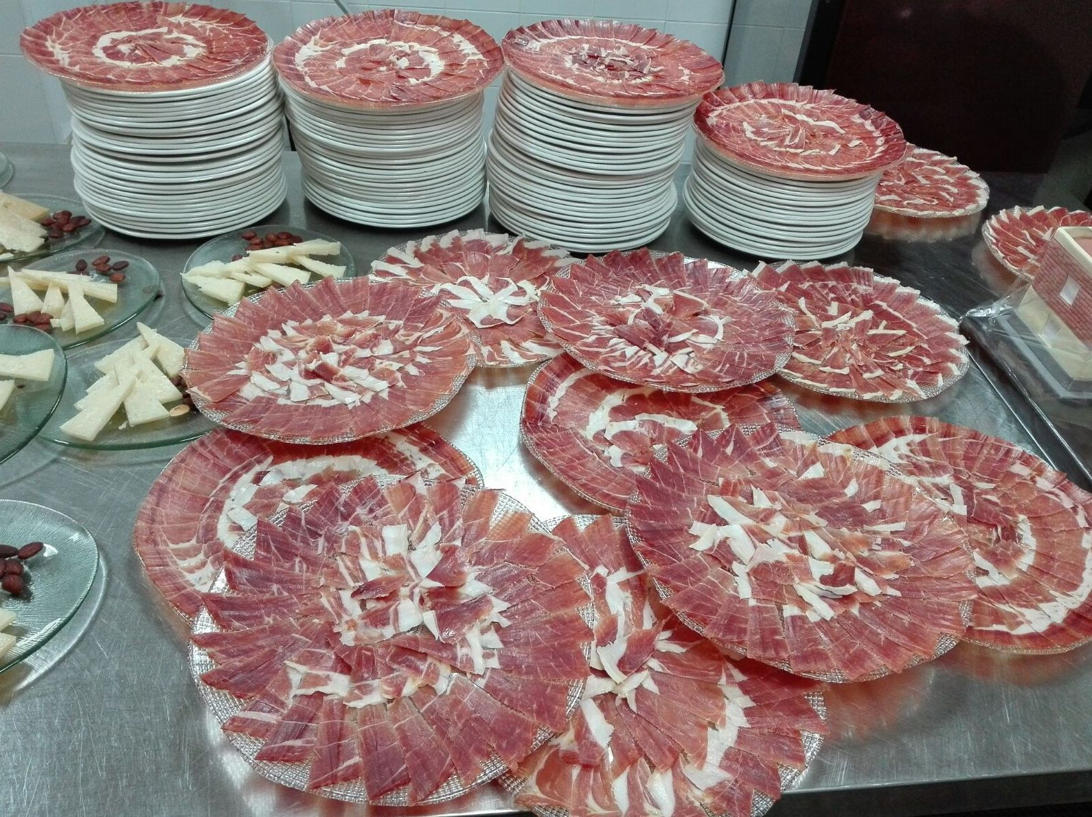 Platos de jamón en El Chaleco