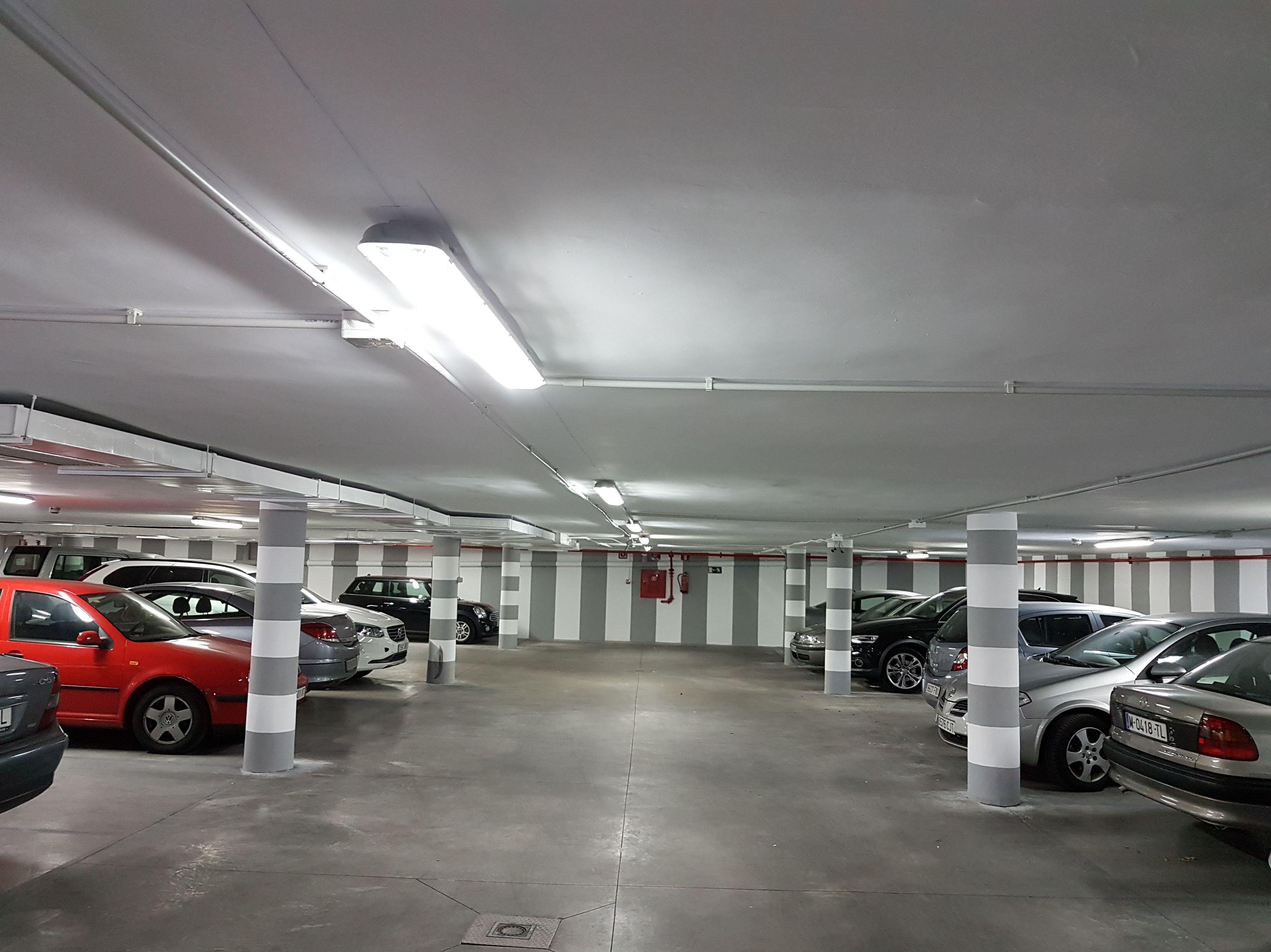 Canalizacion libre de halogenos y alumbrado Led garaje.