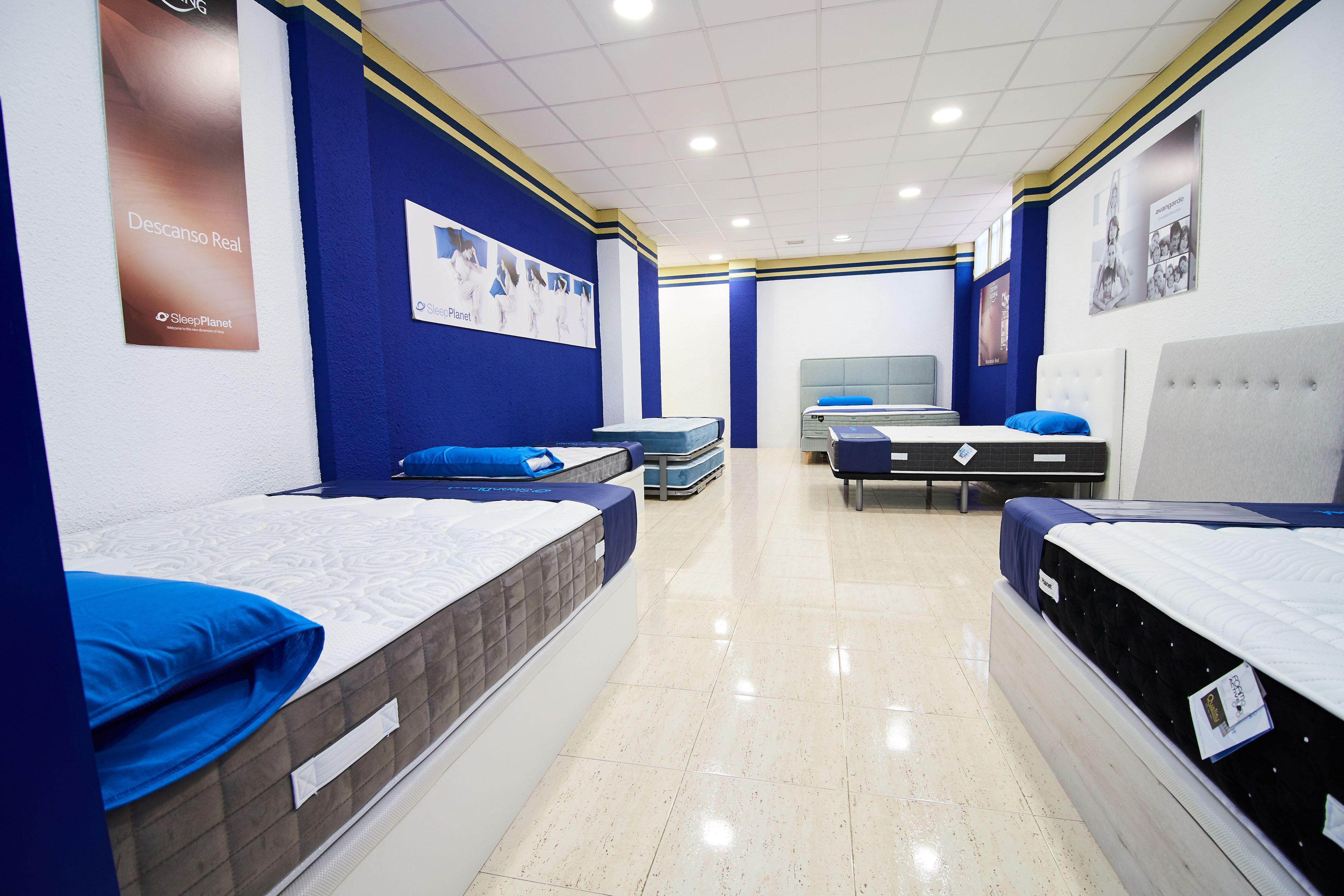 Exposición colchones Muebles El Pilar