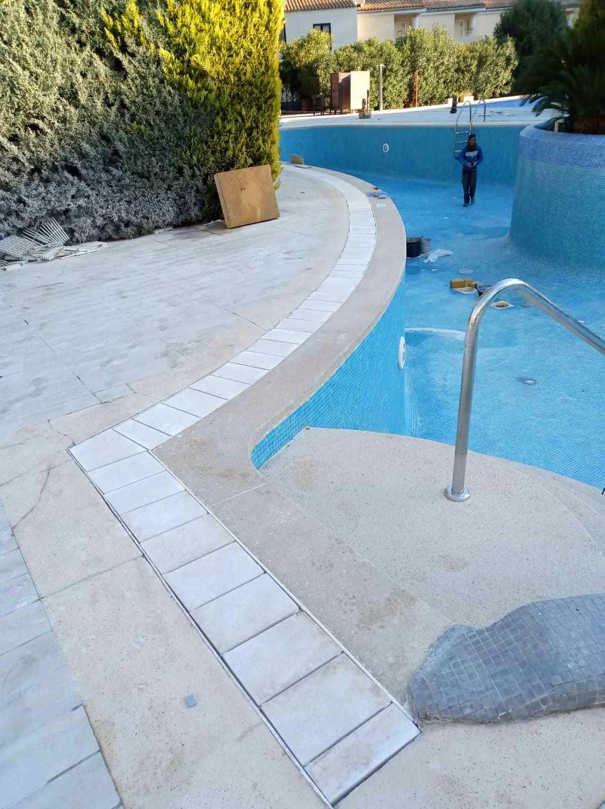 Arreglo en piscina hotel Ivory del Pto de Alcudia (Mallorca)