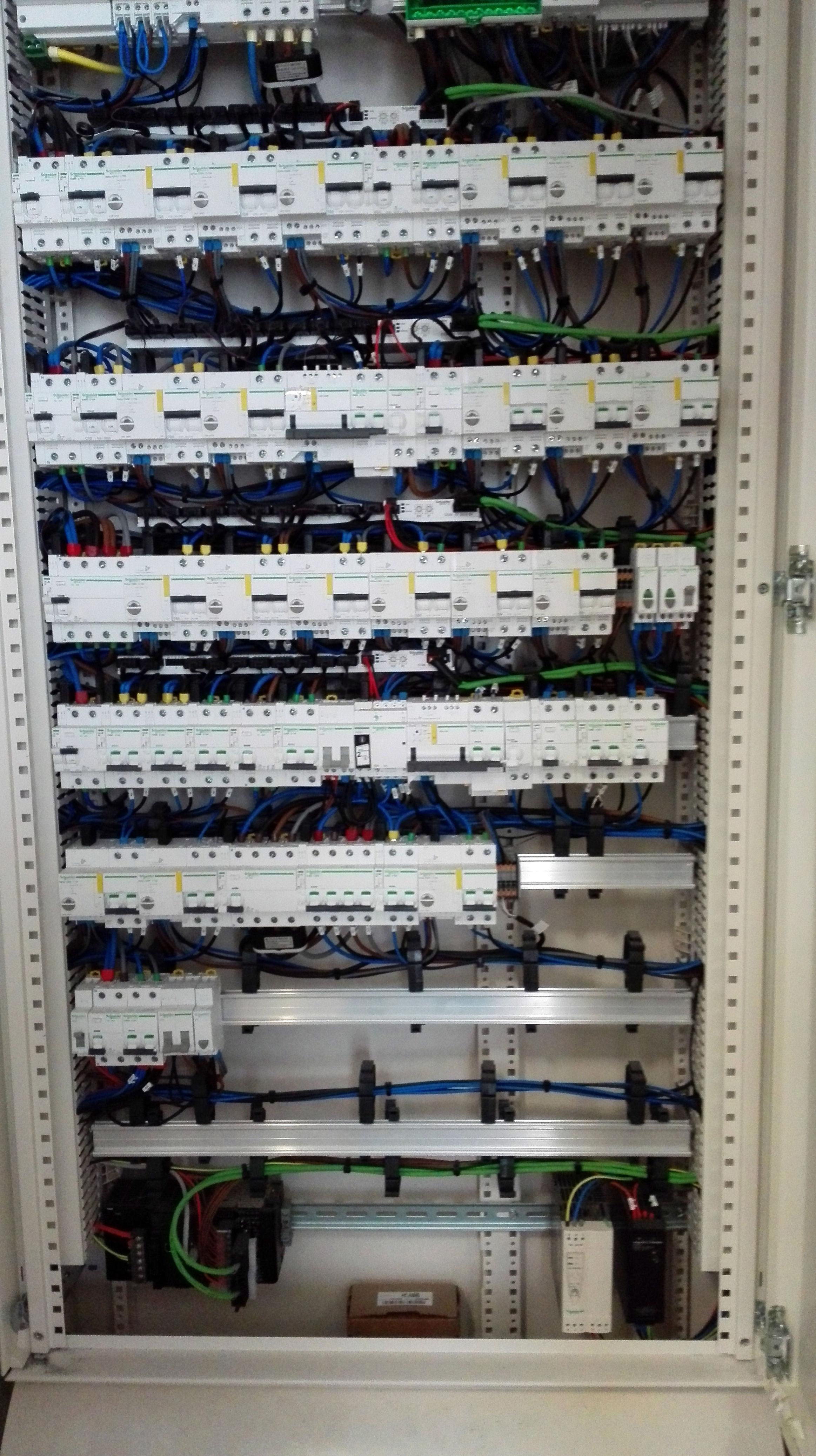 Montaje de cuadros eléctricos en Málaga