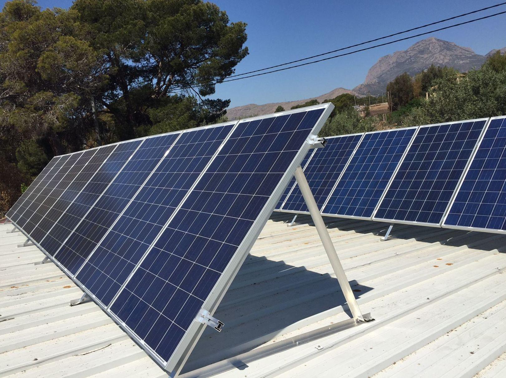 instalación de paneles en cubierta metálica