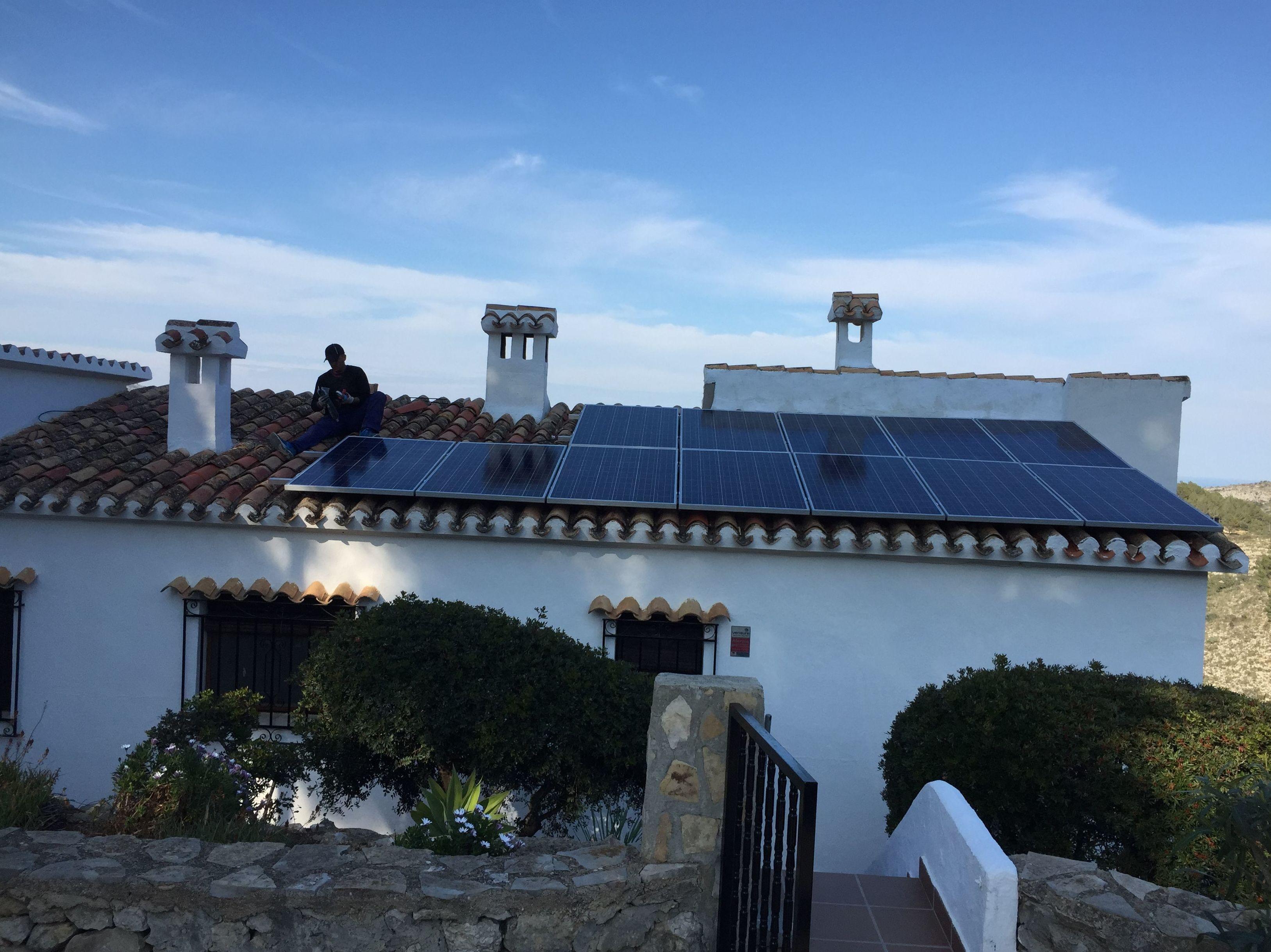 instalación fotovoltaica aislada en Benidoleig