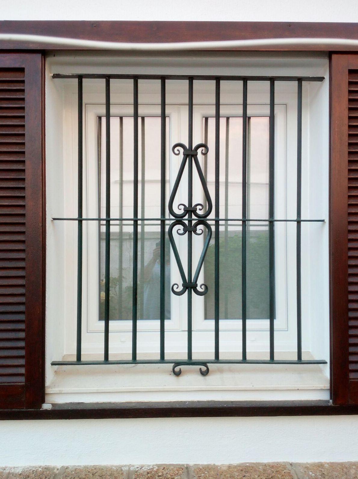 Exterior de ventana de PVC  con marco de renovación.