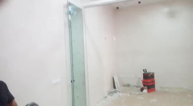 Desplegado y apertura puertas móviles. }}