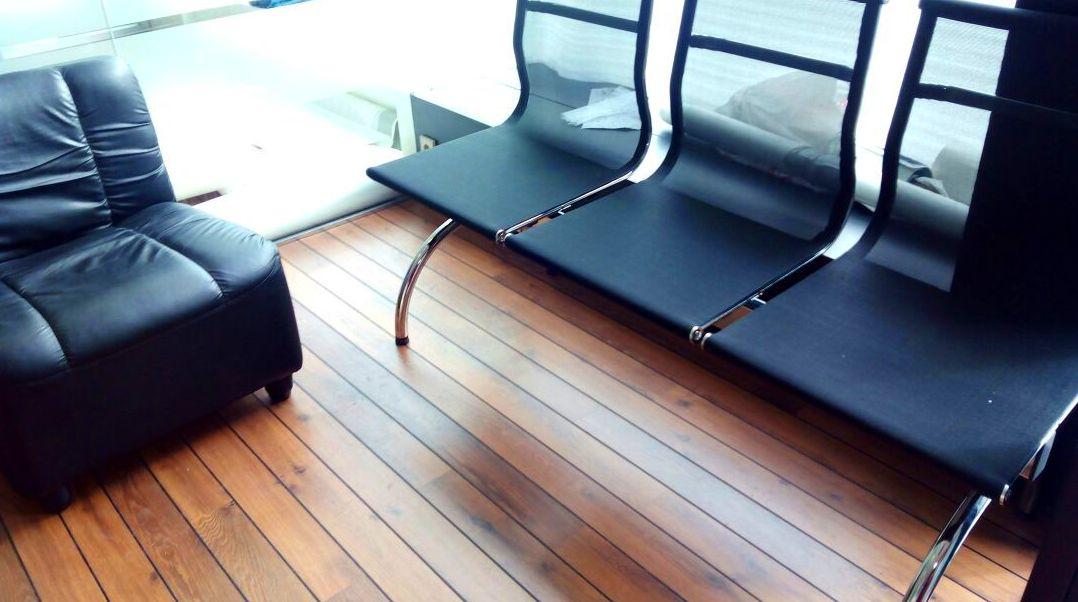Pavimento Laminado de Quick-Step serie Lagune modelo Merbau con junta de Barco.