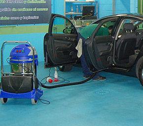 Aspirado Completo: Servicios y Precios de El Gato Azul Ecolavado Vehículos