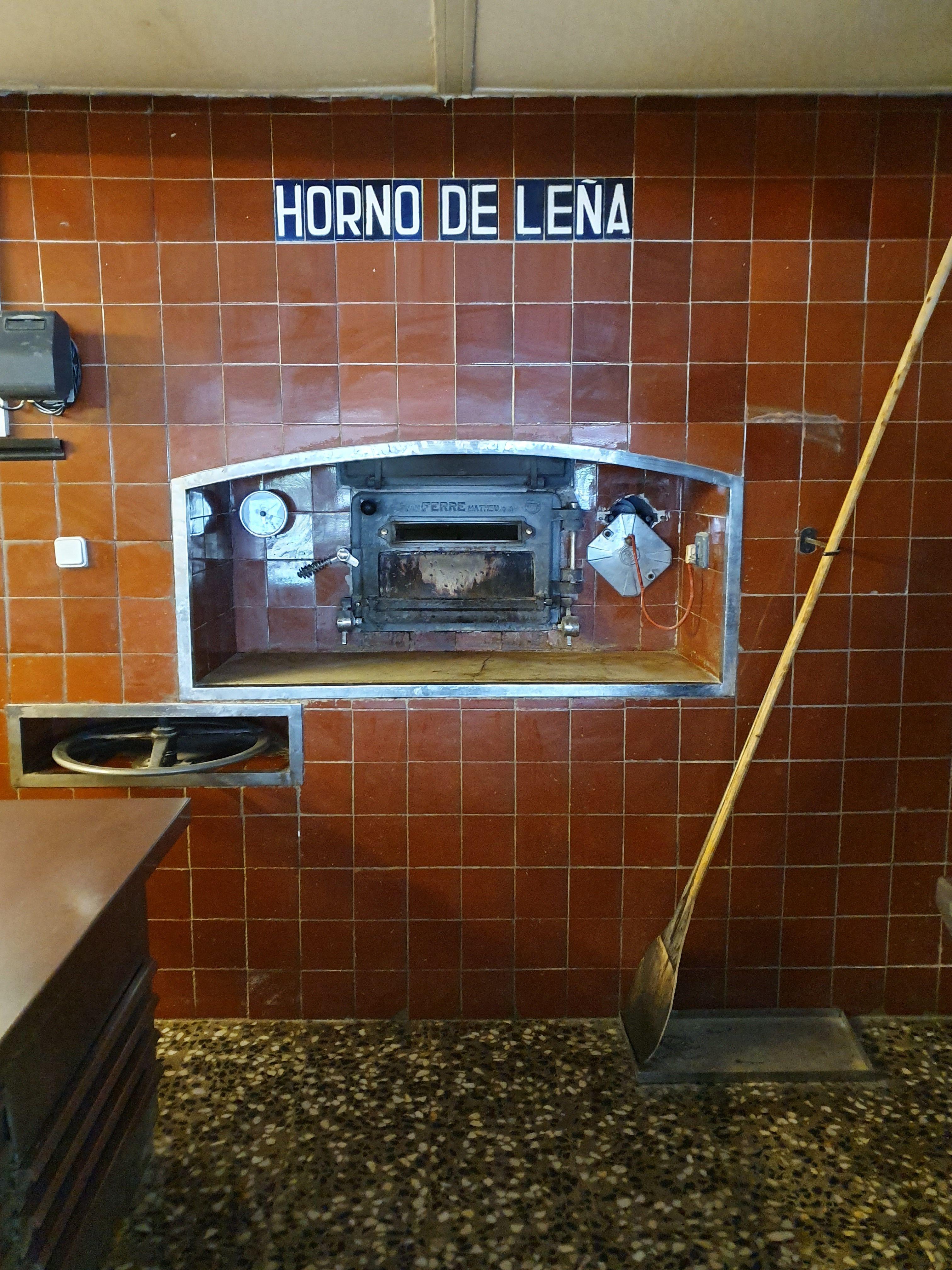 Pizzaas en horno de leña en Gavà
