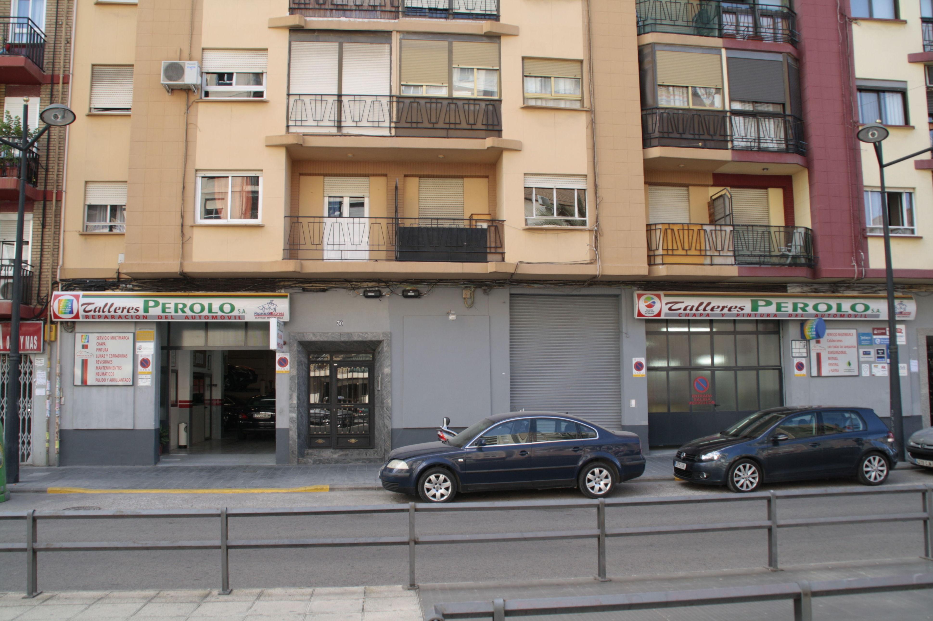 Foto 1 de Talleres de chapa y pintura en Valencia | Talleres Perolo