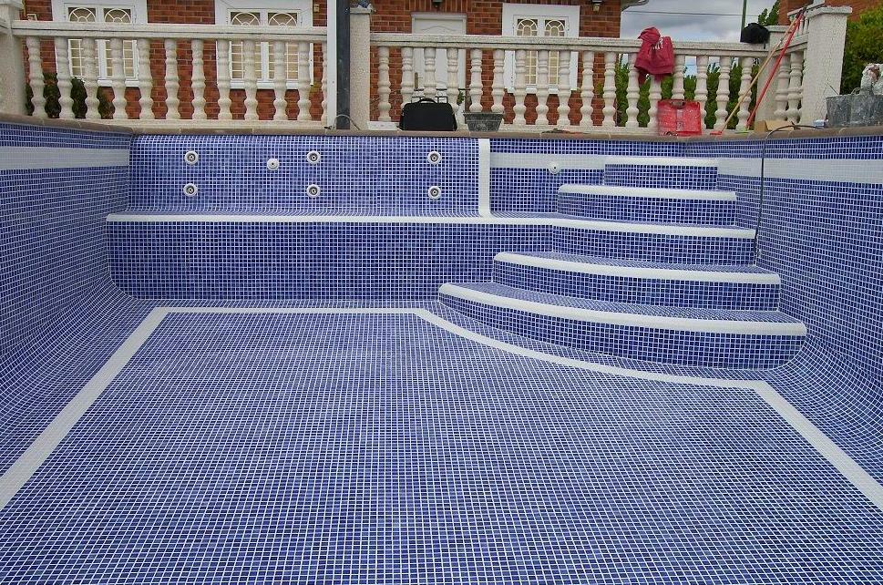 Rehabilitación de piscina antigua.