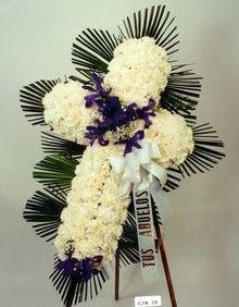 corona de flores cruz blanca