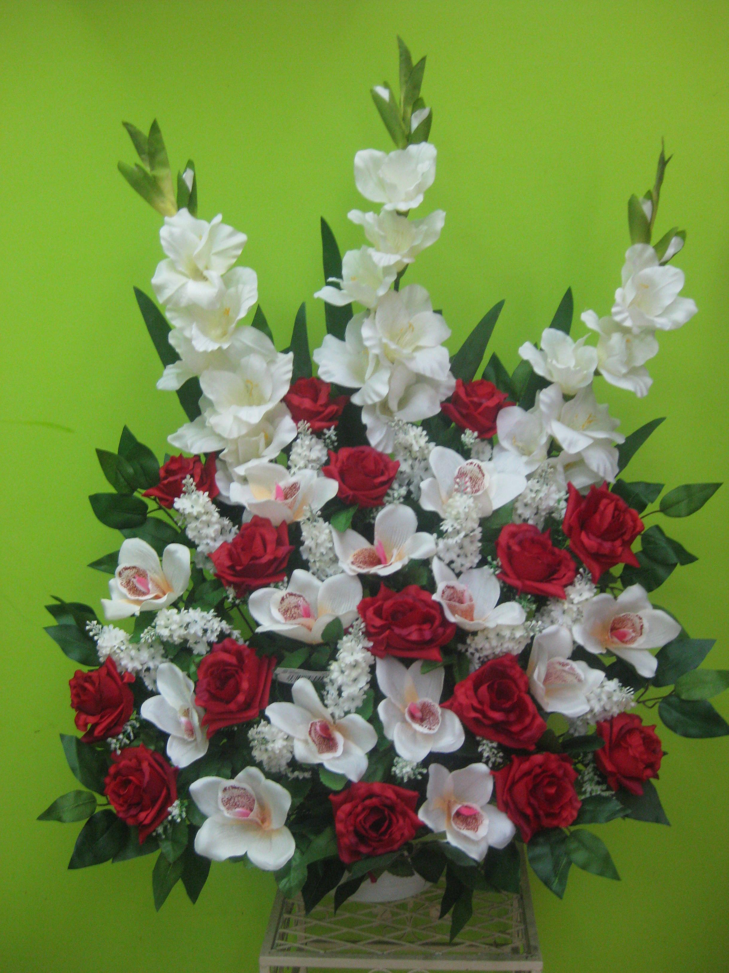 centro artificial de gladiolos, rosas y orquideas en Madrid