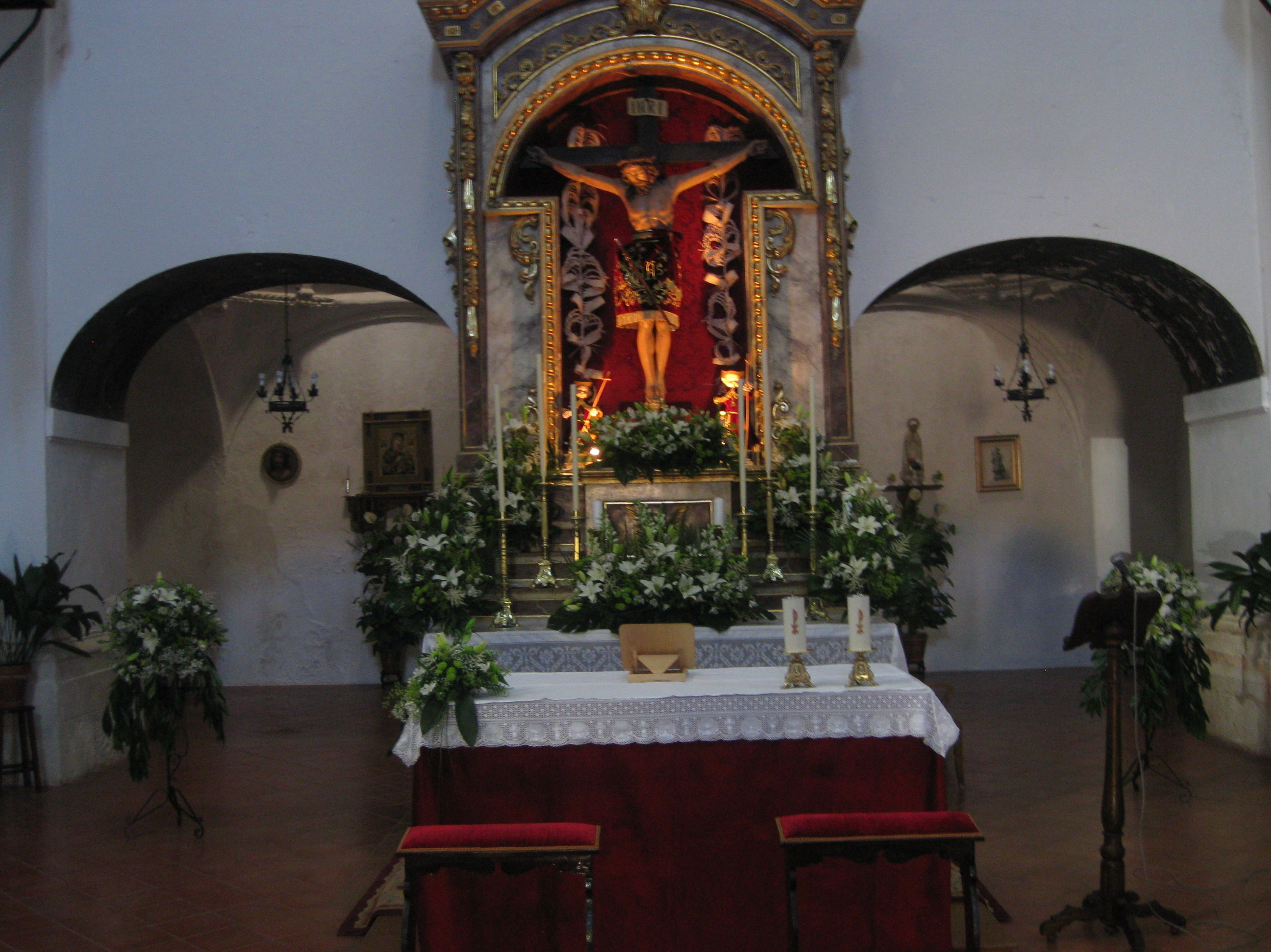 decoracion de iglesia en verde y blanco