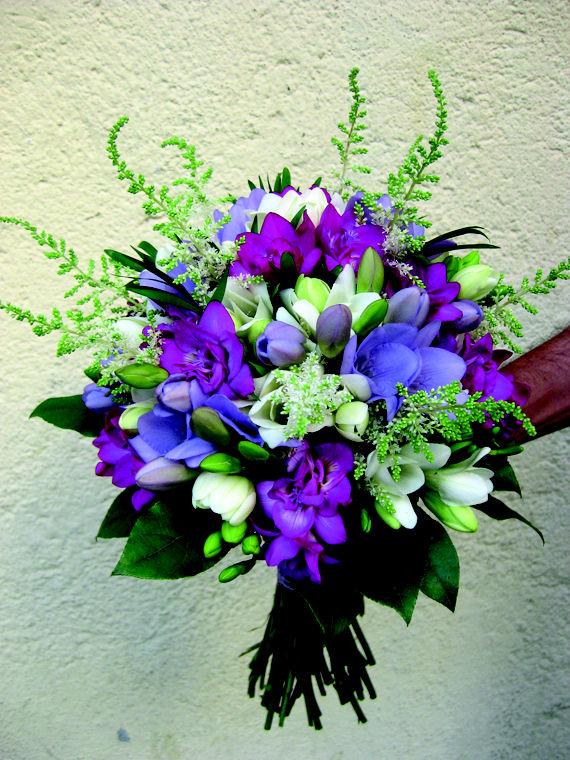 Bouquet Primaveral de fresias y astilbe