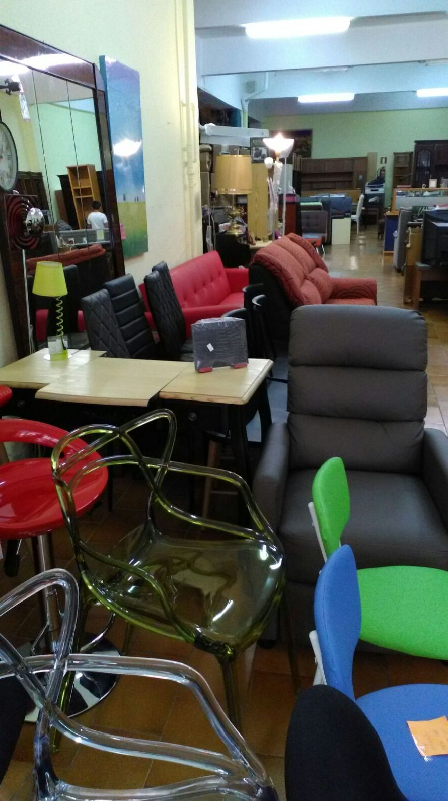 Recogida de muebles de segunda mano servicios de remar rioja for Busco muebles de segunda mano