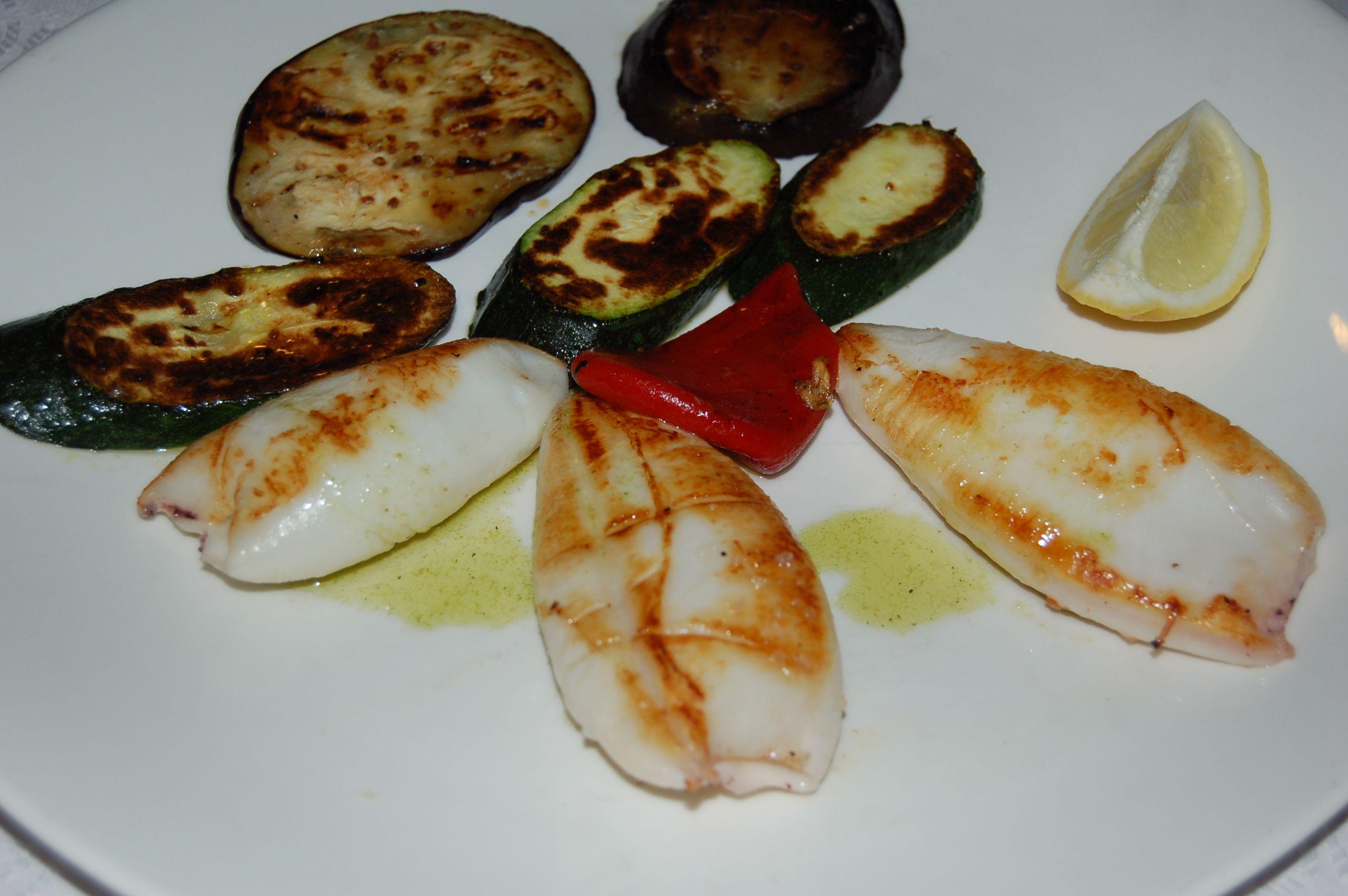 Calamares a la plancha en Lorret de Mar - Restaurante Cantarradas