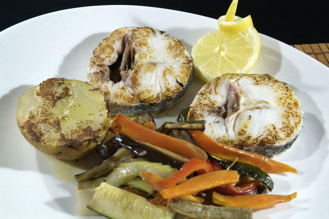 Merluza a la plancha en Lorret de Mar - Restaurante Cantarradas
