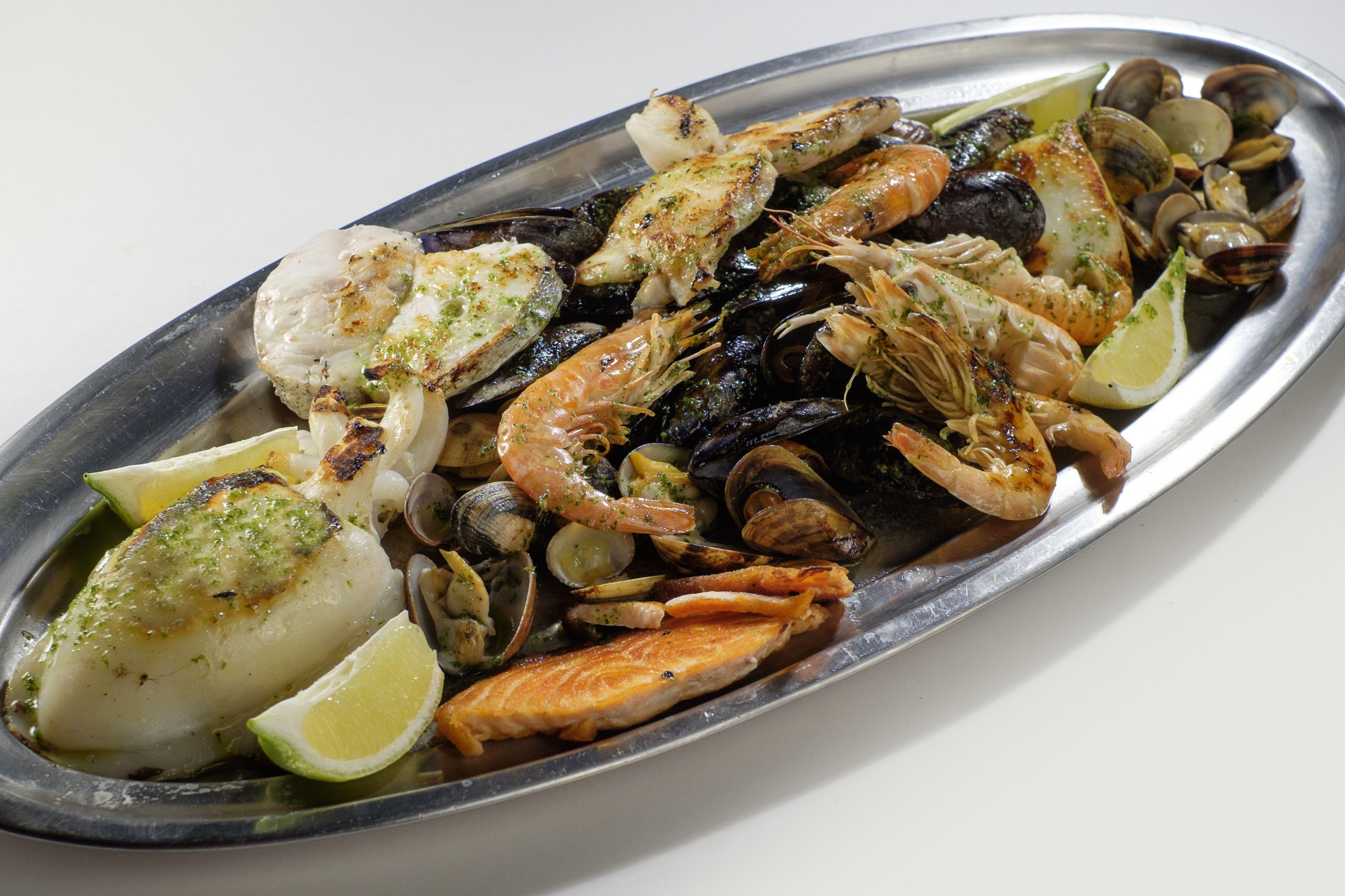 Parrillada de Pesacado en Lorret de Mar - Restaurante Cantarradas