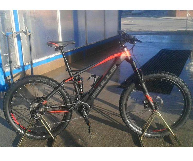 Diversos modelos y marcas de bicicletas