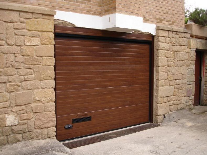 sustitucion puertas garaje navarra