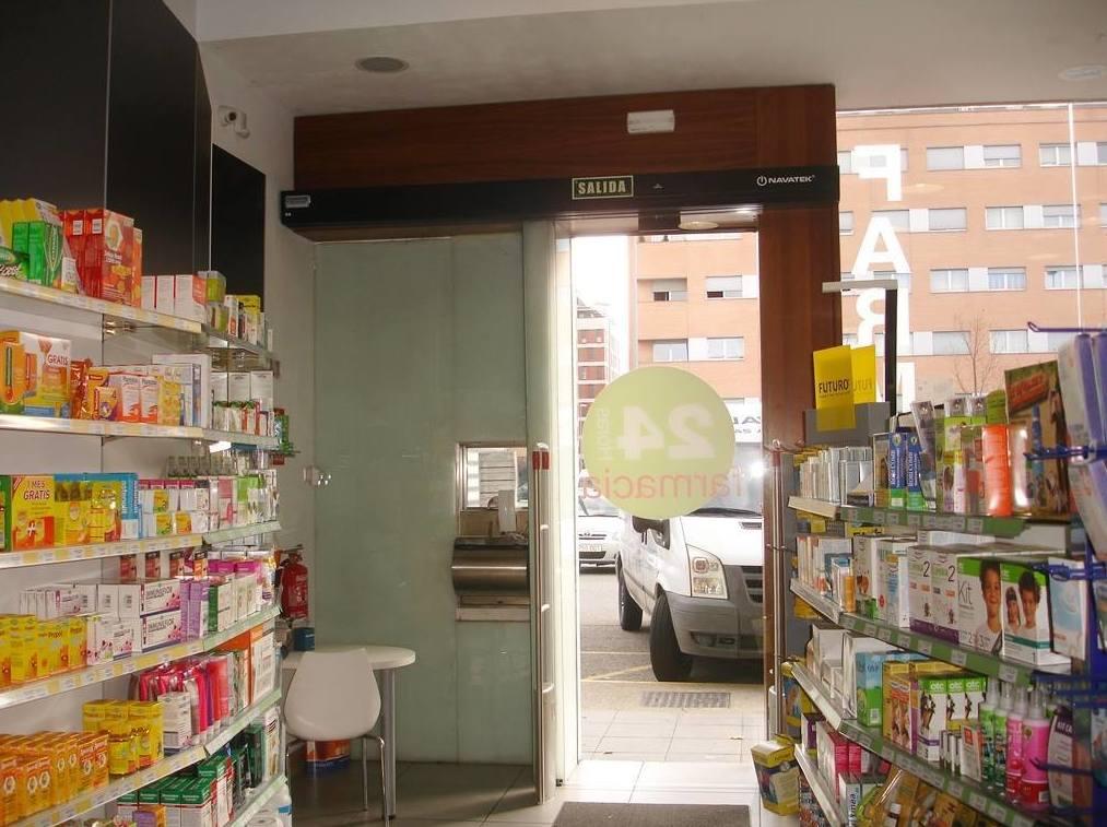 Navatek, puertas automáticas para farmacias en Navarra