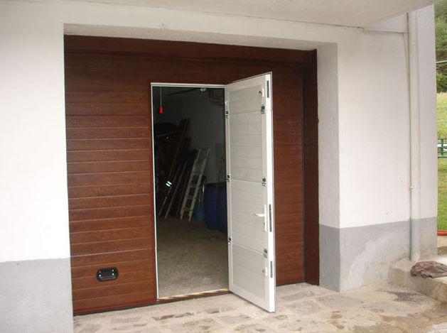 puertas garaje con puerta en medio navarra