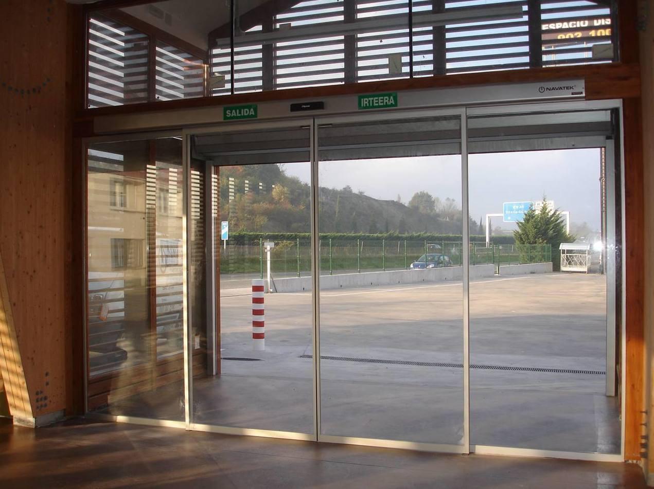 Instalación de puerta automáticas de cristal en Navarra