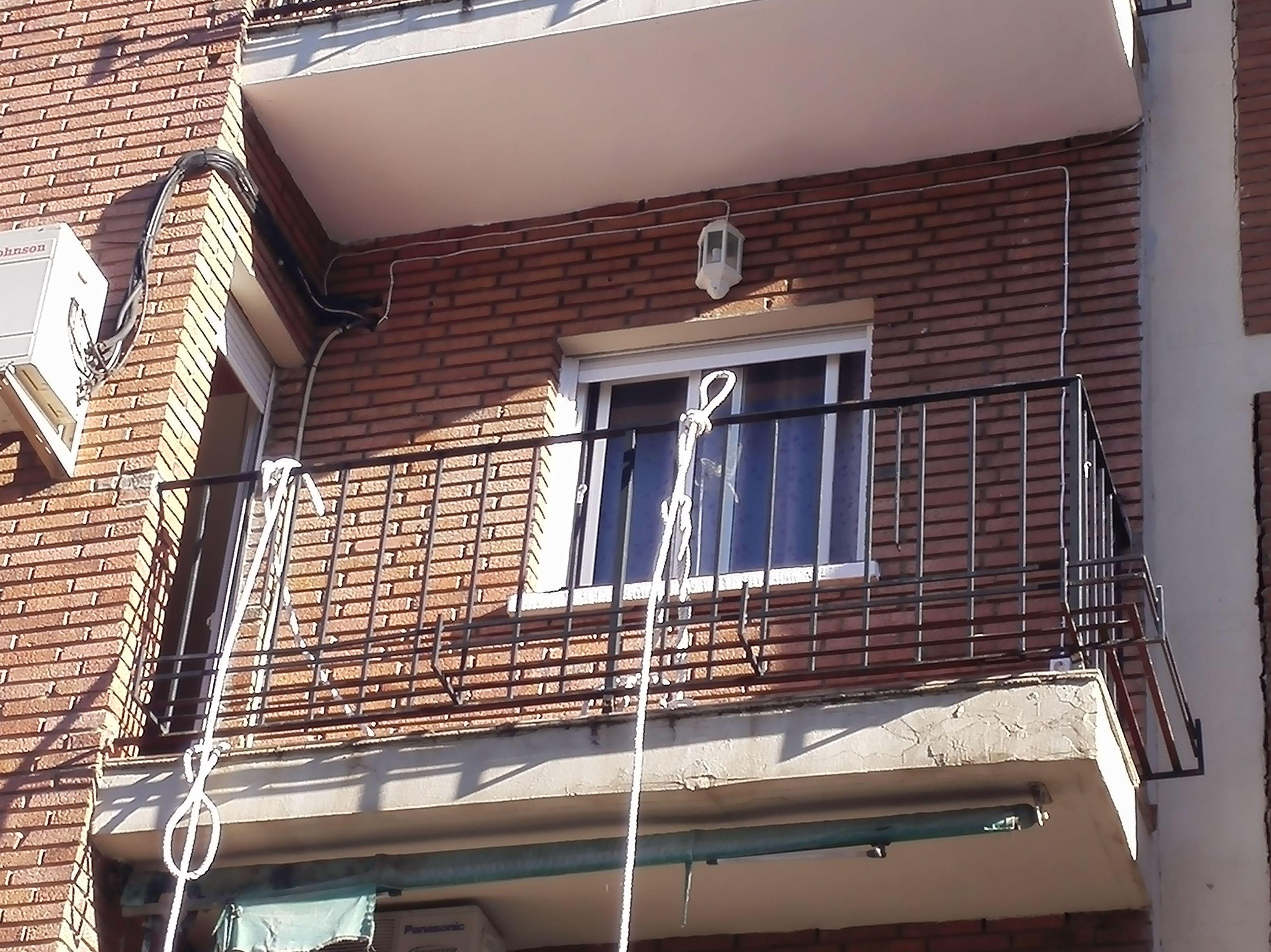 Balcón cierre de aluminio con fijo y armario I
