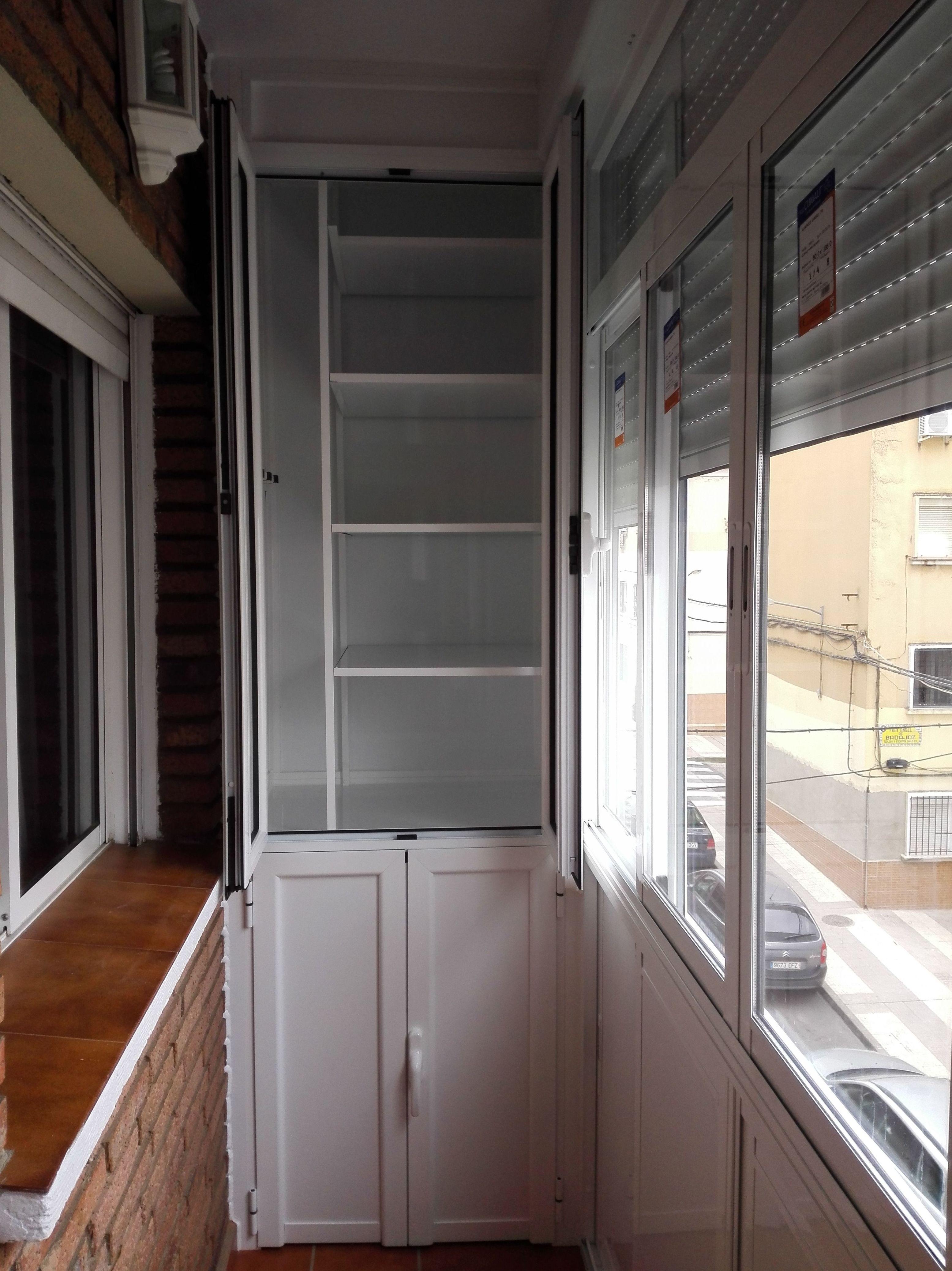 Balcón cierre de aluminio con fijo y armario VI