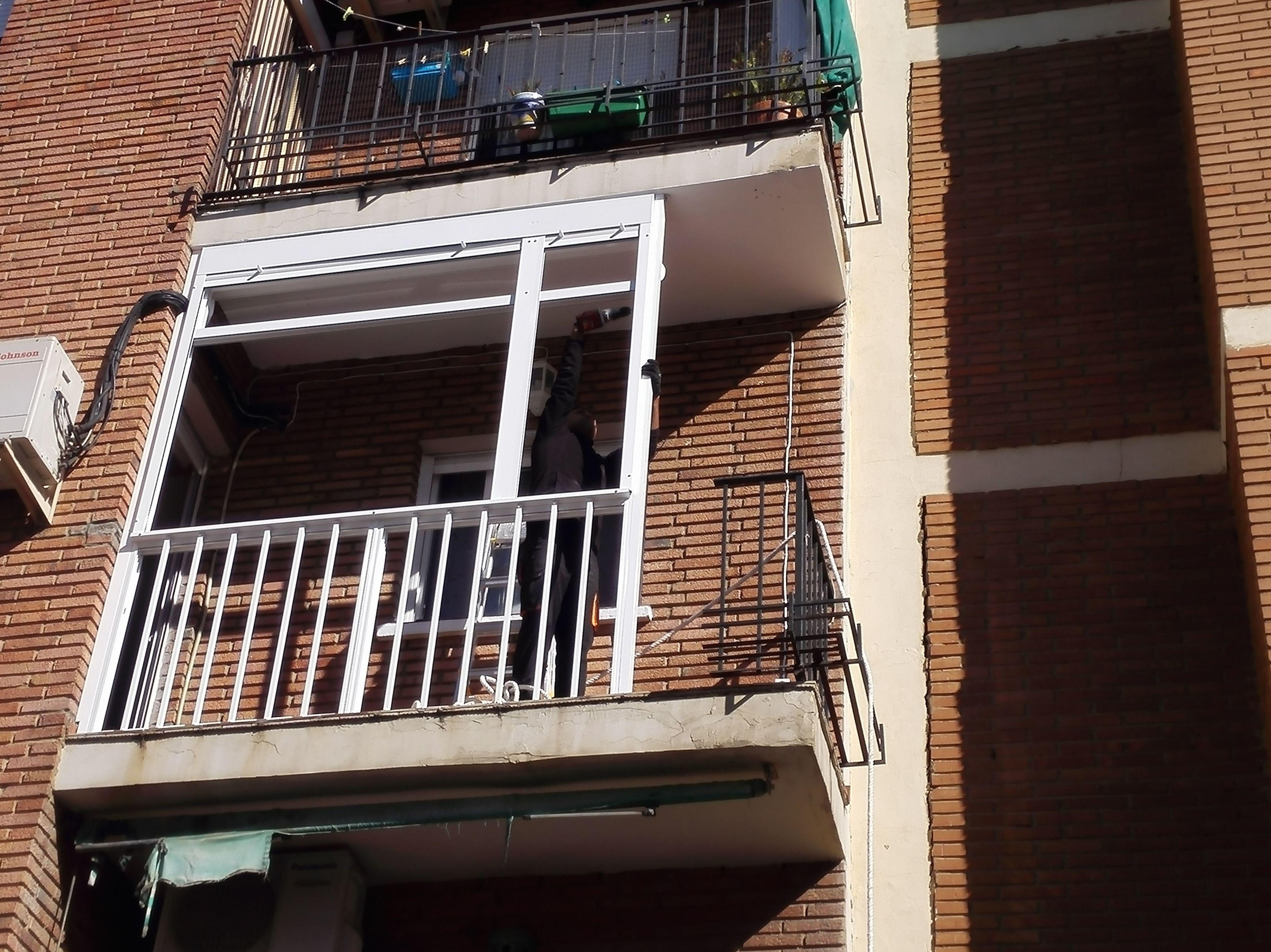 Balcón cierre de aluminio con fijo y armario II