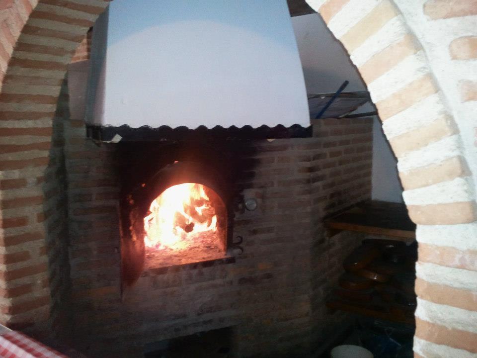 Restaurante El Caserón, asados en horno de leña tradicional