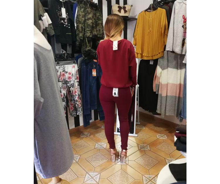 Pantalón y camisa del mismo color