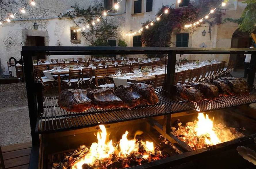 Servicio de catering con carnes a la brasa