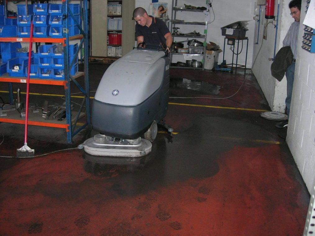 Limpieza en naves, talleres, factorías...: Servicios de Master Clean