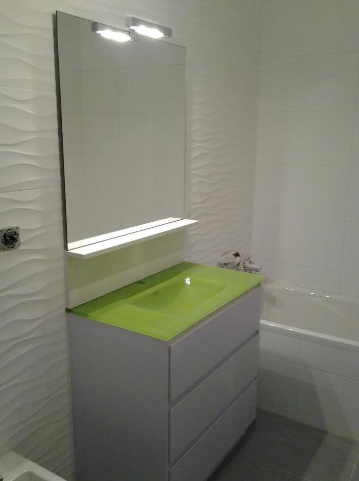 Baño con lavabo en verde pistacho: Productos y servicios de Salgonzalez