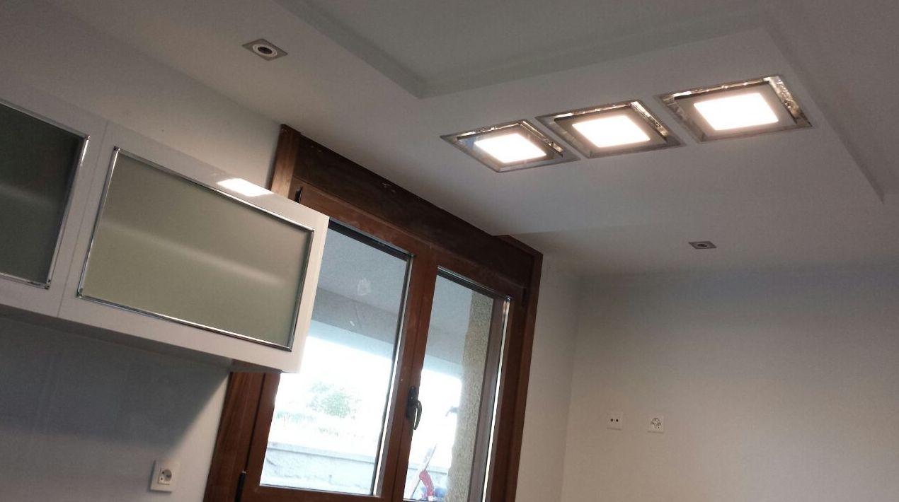 Luces de techo en cocina particular