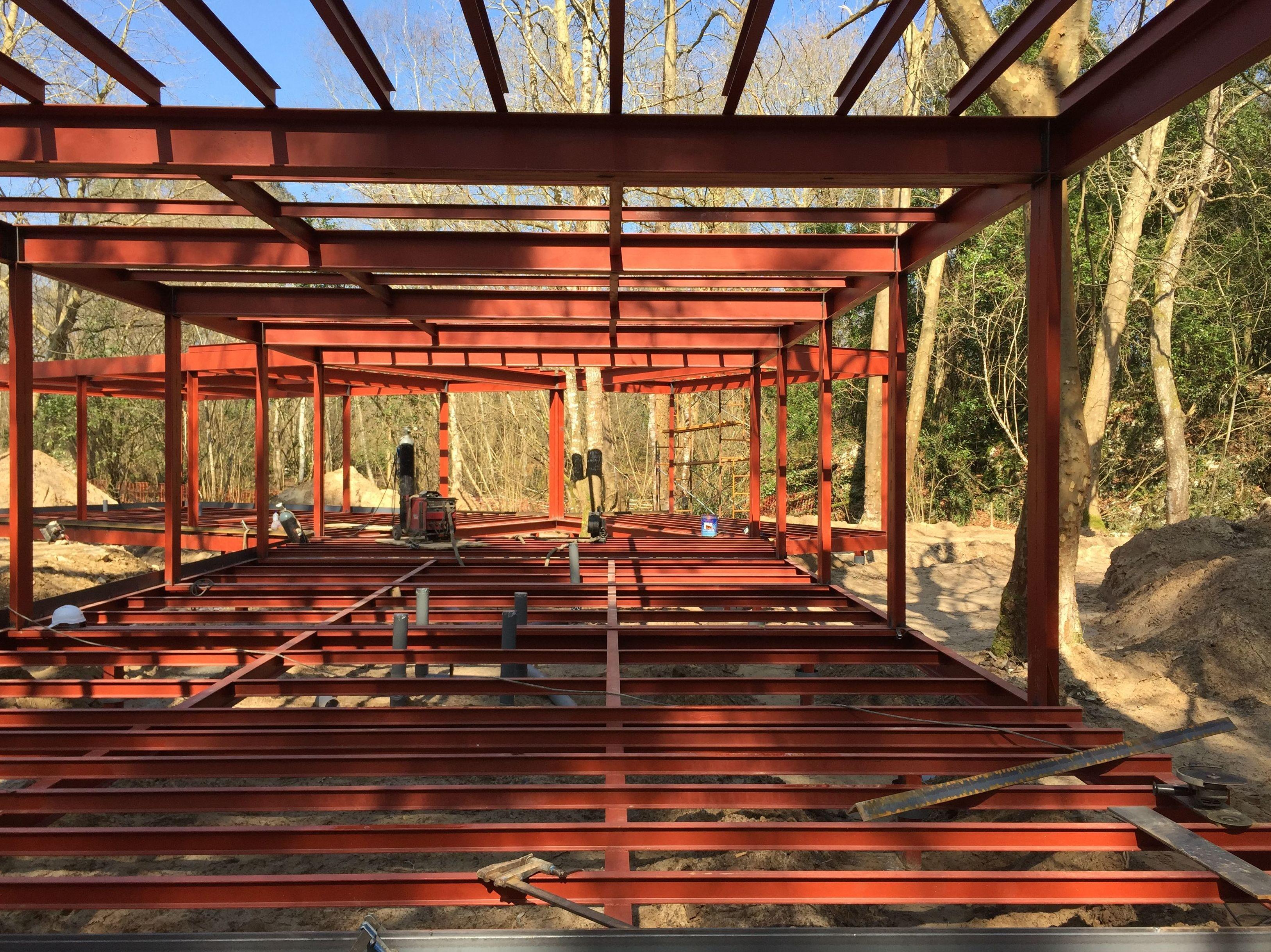 estructura metalica centro multiaventuras en llanes