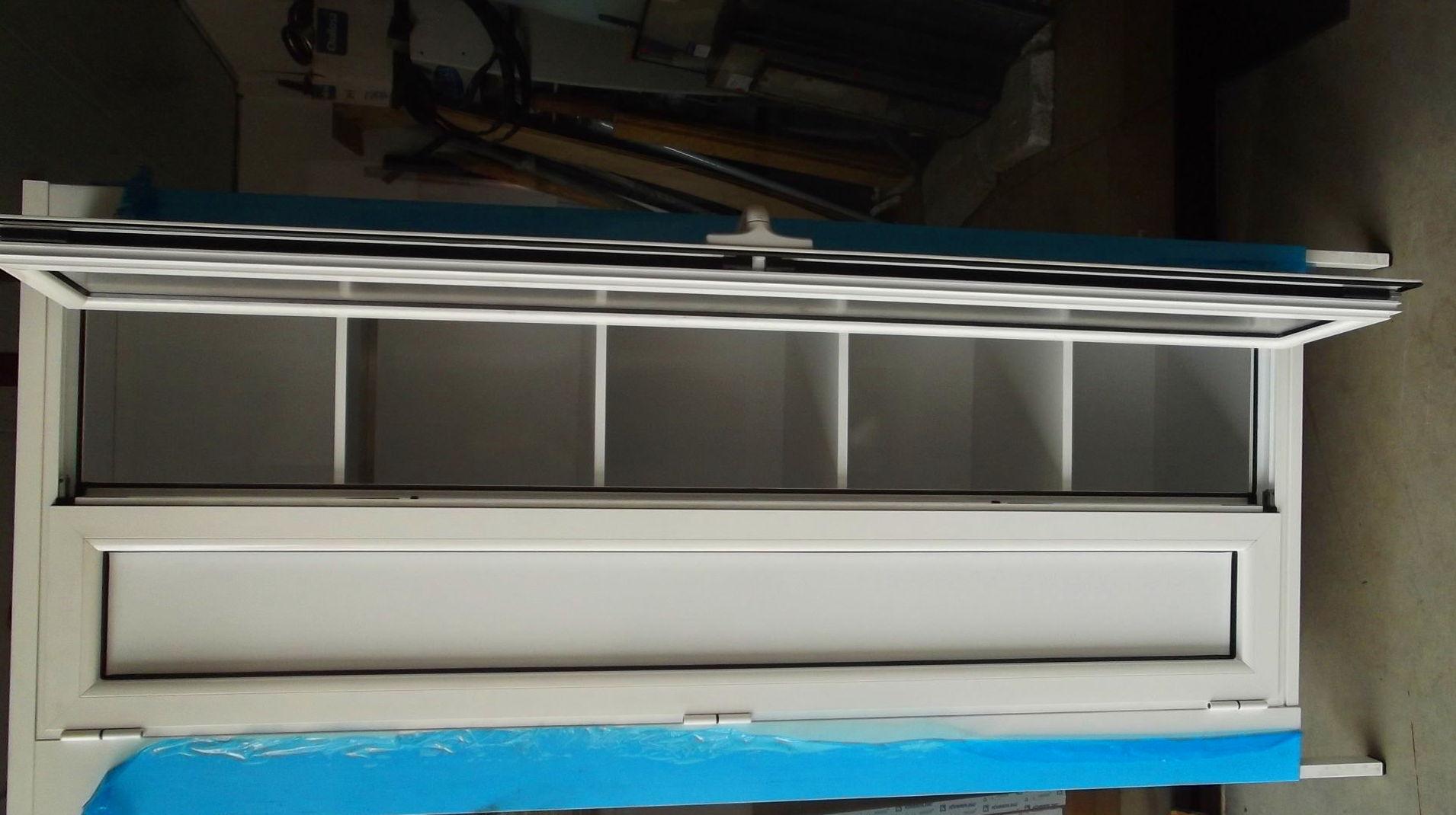Armario fabricado en aluminio lacado blanco
