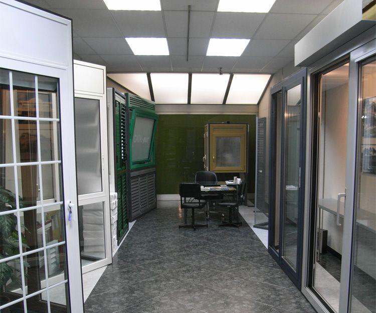 Muestra de puertas de aluminio