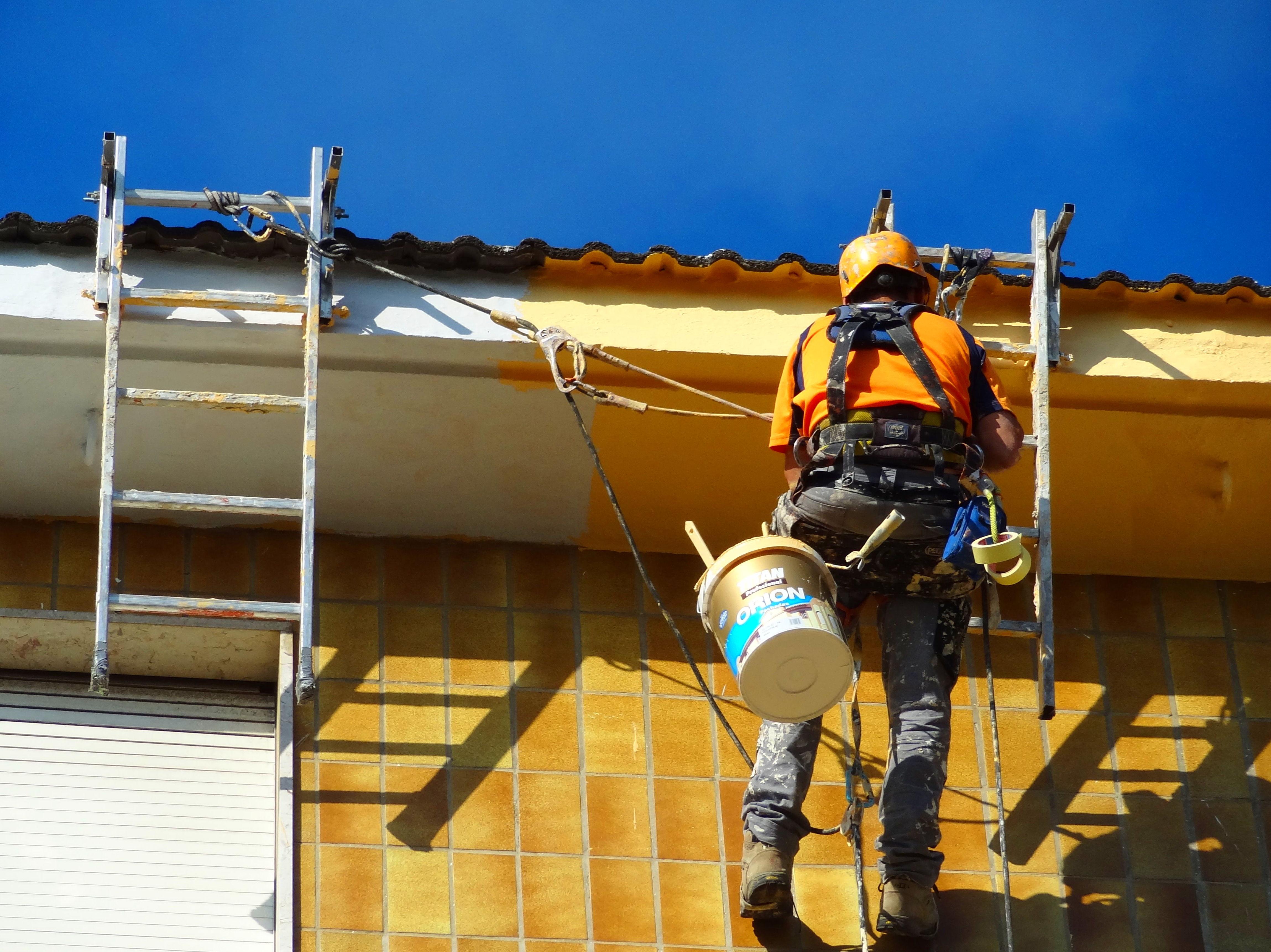 Reparación y protección del hormigón en alero de Santander.