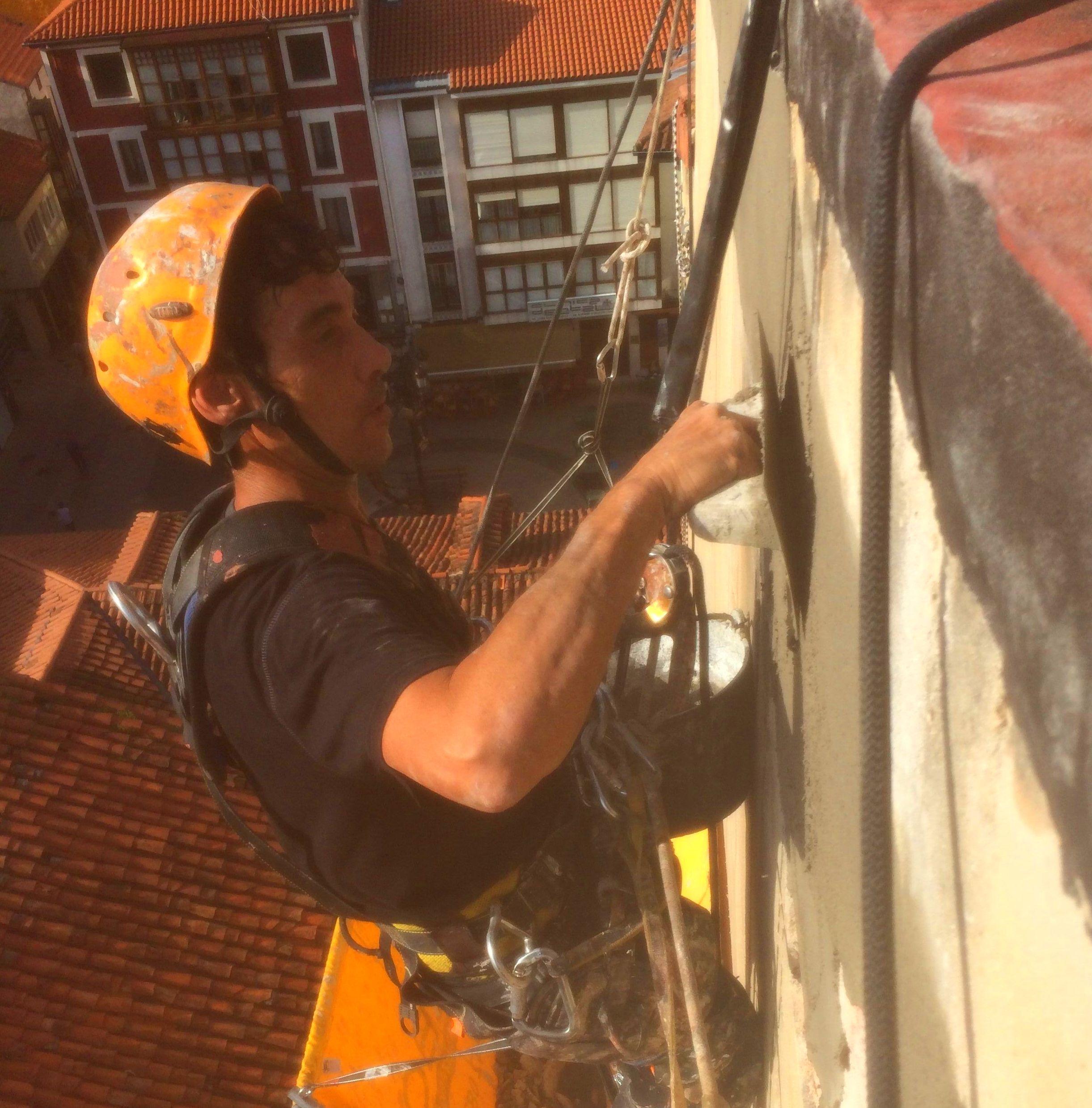 Reparación de enfoscado de mortero e impermeabilización de fachada